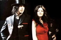 Текст и перевод песни The White Stripes - Dead Leaves And The Dirty Ground