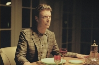 Текст и перевод песни David Bowie - The Stars (Are Out Tonight)