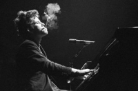 Текст и перевод песни Tom Waits - On The Other Side Of The World