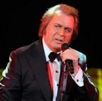 Текст и перевод песни Engelbert Humperdinck - Love Me With All Your Heart